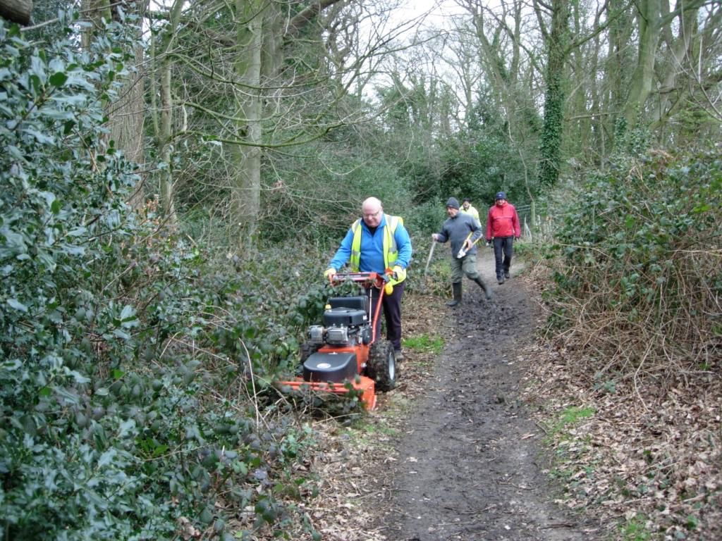 Dereham 18fp.2016.03.02.Peter & cutter opening edge of path.DSCN4813 (1)